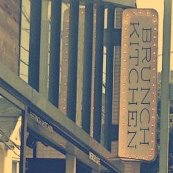 小町通りのスタイリッシュなブランチカフェ:BRUNCH KITCHEN